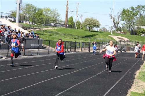 Elementary track mixed relay runners